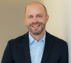 Green Investment-Spezialist Tobias Huzarski (38) aus London, seit 2020 Head of Impact Investment bei der Commerz Real AG in Wiesbaden © Pressefoto Commerz Real AG, Wiesbaden