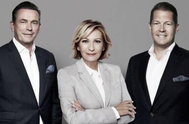 Abbildung v.l.n.r.: MAGNA-Vorstand Jörn Reinecke, Sabine Christiansen, MAGNA-Vorstand David Liebig, © MAGNA Real Estate AG / Gabo, Bildrechte TV21