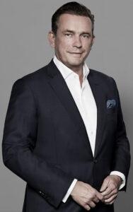Jörn Reinecke (49) ist ein Hamburger Investor, der sich in seinen Beteiligungen auf die Geschäftsfelder Logistik, Immobilien und FinTech fokussiert hat. Unter anderem ist er Mehrheitseigentümer des in Hamburg ansässigen Immobilienunternehmens Magna Real Estate AG, einem der führenden Unternehmen im Bereich Entwicklung von Büro-, Wohn- und Sozialimmobilien sowie Assetmanager für Dritte © Magna Real Estate AG