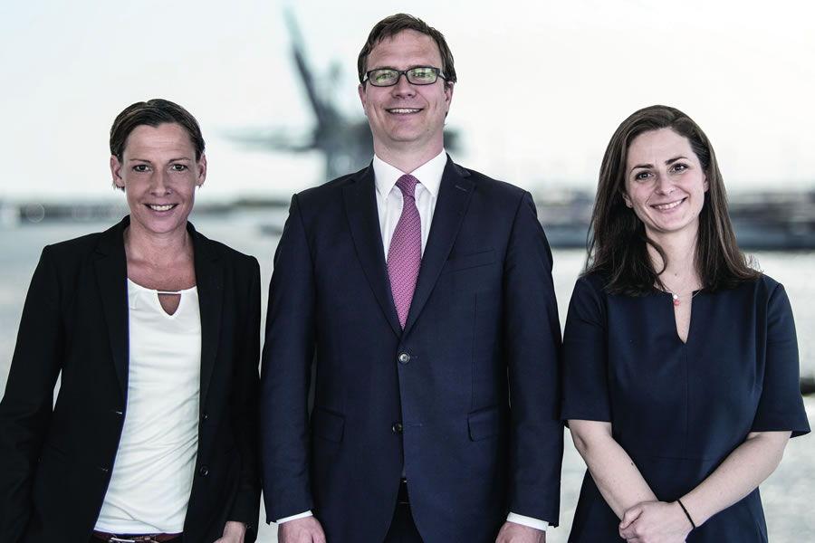 Das Team der neuen MAGNA Care GmbH von links nach rechts: Maike Günzel (Senior Transaktionsmanagerin), Tim Daniel Sauer (40, Geschäftsführer aus Aumühle) und Julia Peters (Head of Research) © Pressefoto MAGNA.ag
