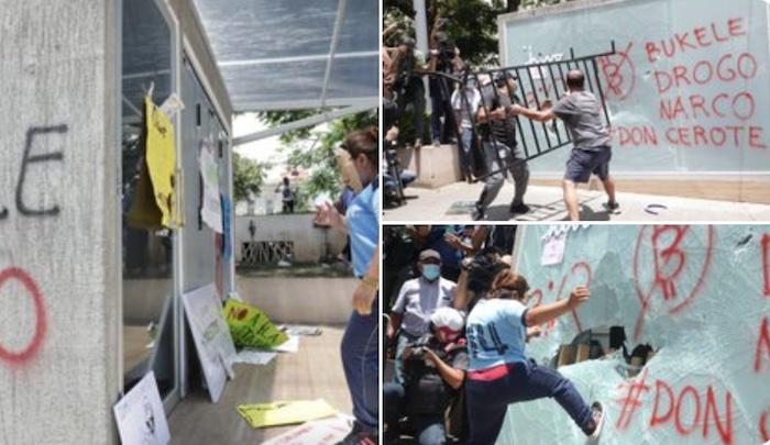 Wütende Frauen und Männer zerstörten am 15. September 2021 in El Salvador die neuen Bitcoin-Automaten © Twitter/Nayib Bukele, Präsident von El Salvador